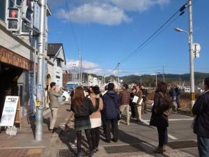 千田家の窓には、うっすらと津波の跡が残ります。