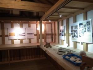小野健商店土蔵2階の展示の様子