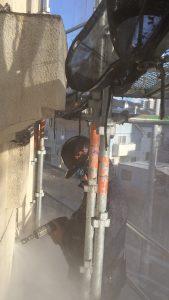 外壁塗装剥離工事の様子